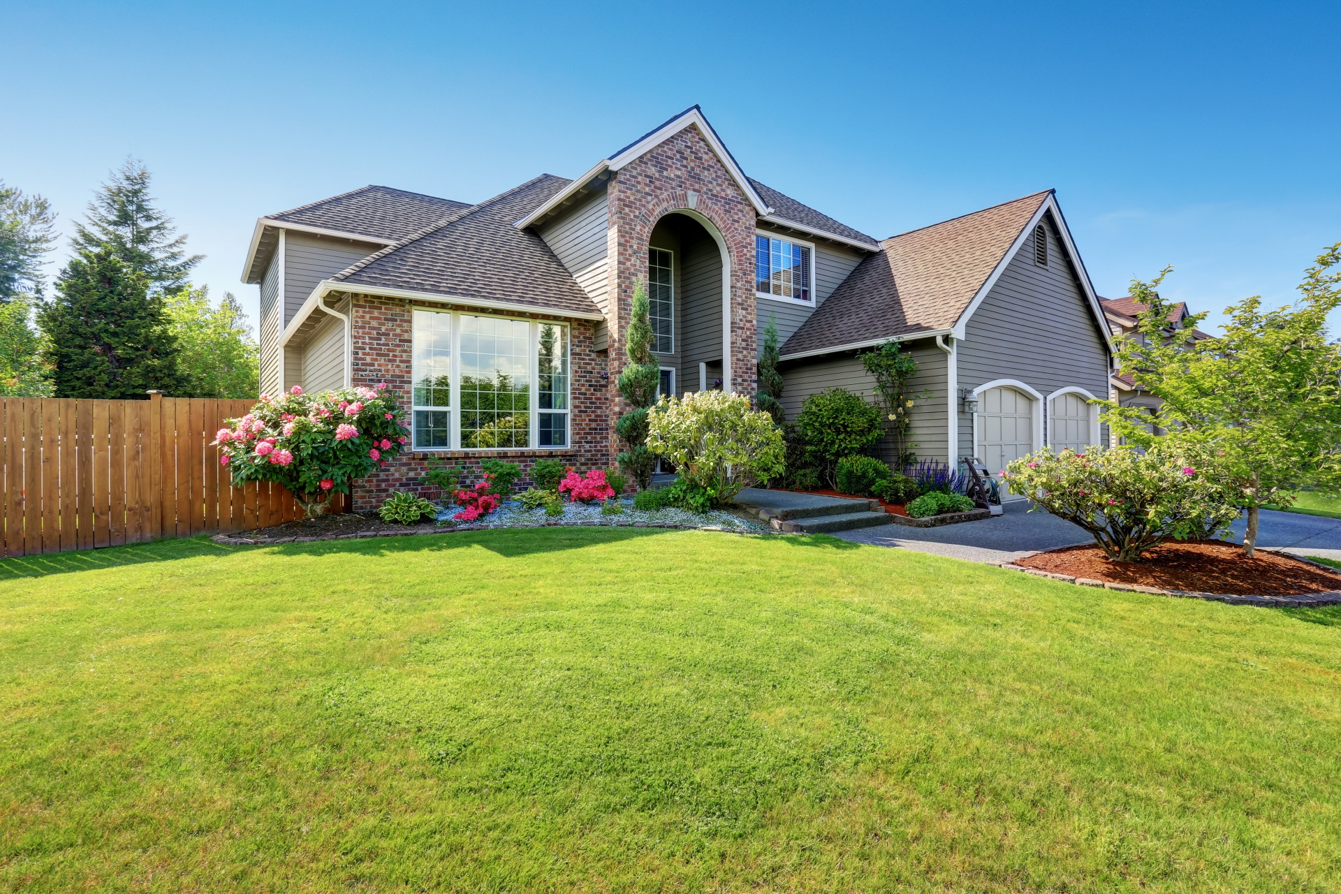 Curb Appeal 101: Spruce Up Your Front Lawn